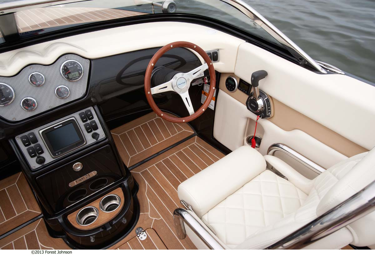 Chris Craft Capri 21 Cockpit View