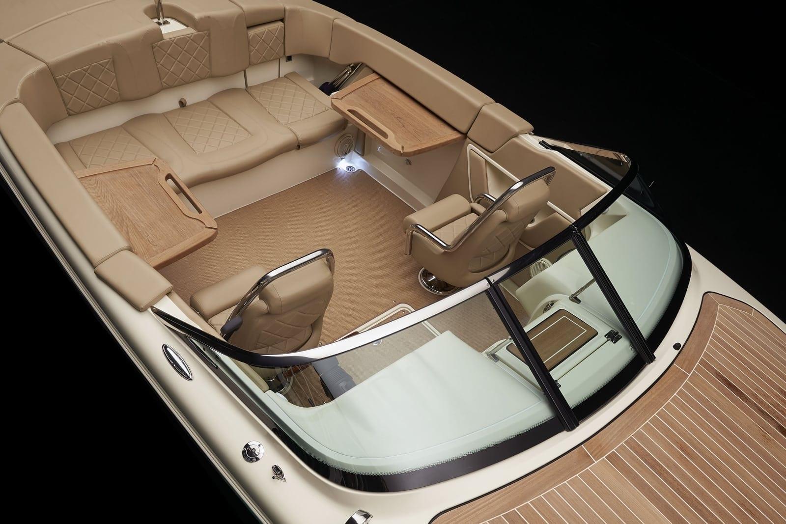 Chris Craft Capri 27 Seating Configuration