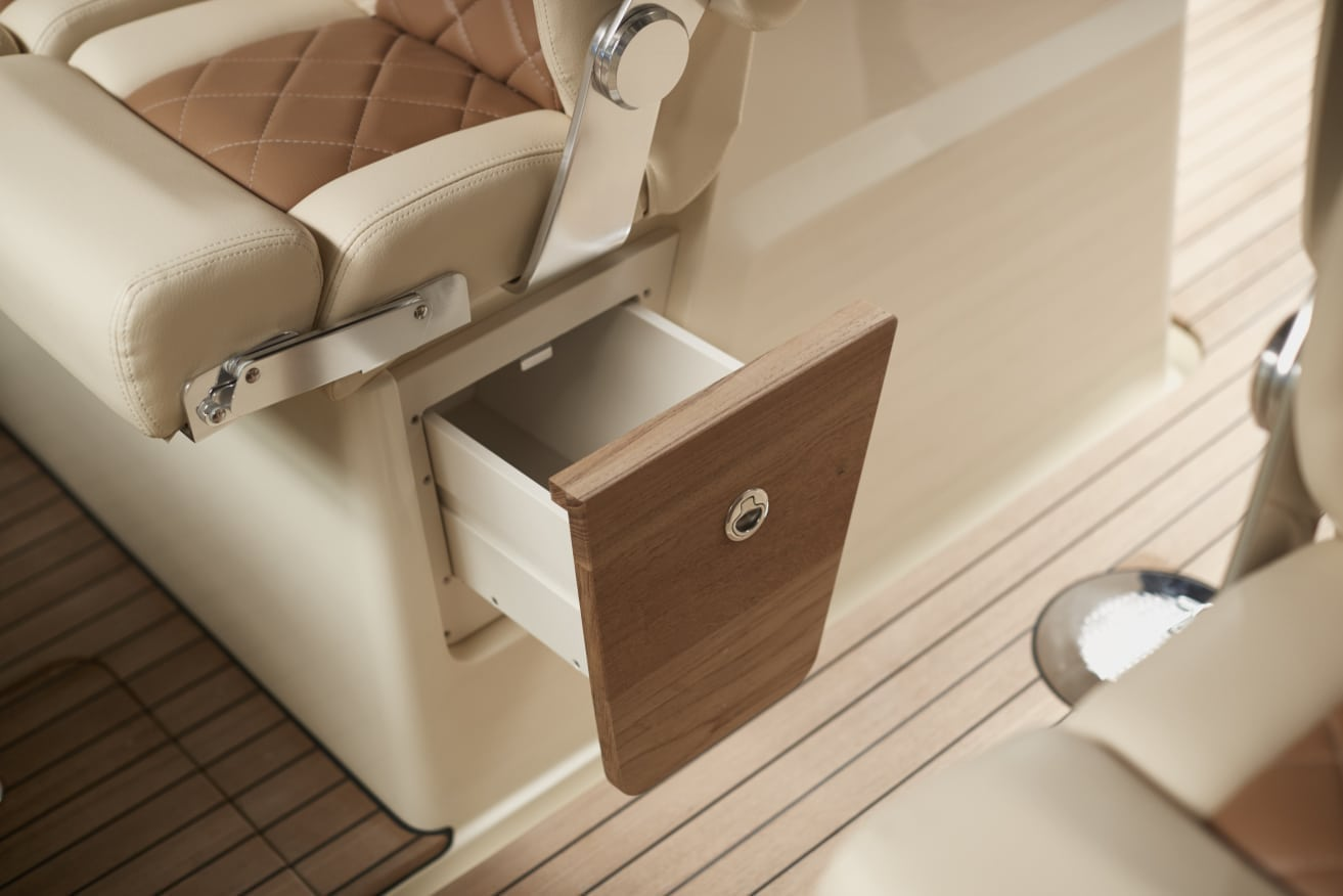 Chris Craft Calypso 30 Under Seat Storage